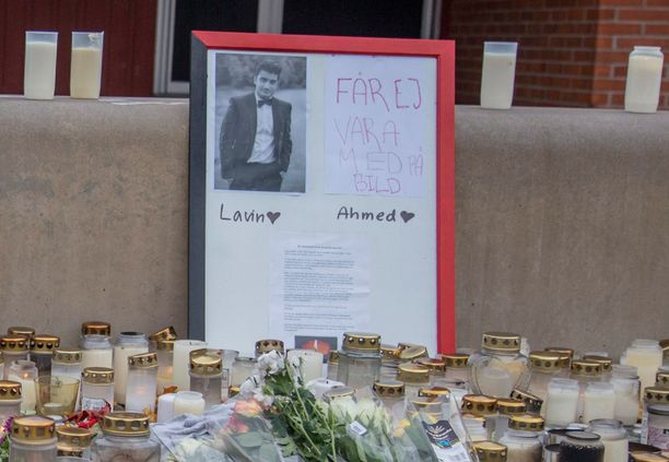 Muistopaikalle oli tuotu myös kuvia Lavinista.