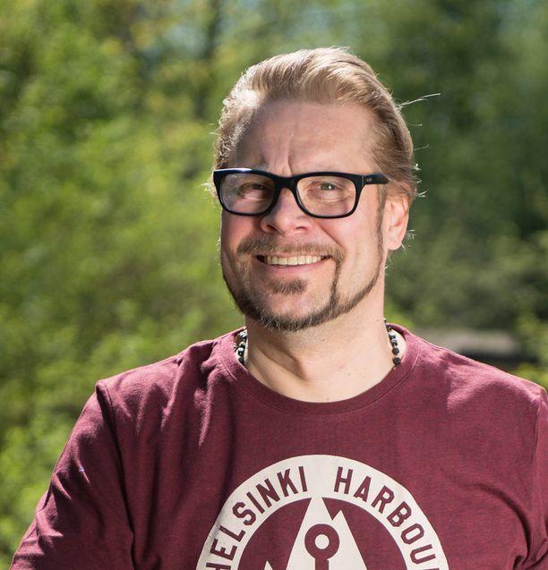 Risto Mikkola antaa tunnustusta ruotsinlaivan ravintolalle.