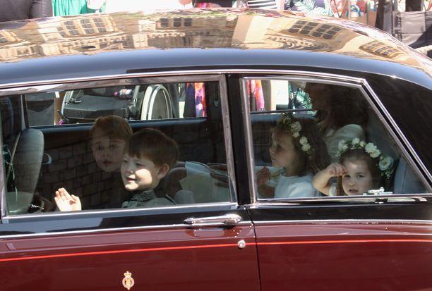 Prinsessa Charlotte ja prinssi George ovat aiemminkin osallistuneet kuninkaallisiin häihin. Heidät nähtiin myös prinssi Harryn ja herttuatar Meghanin häissä toukokuussa.