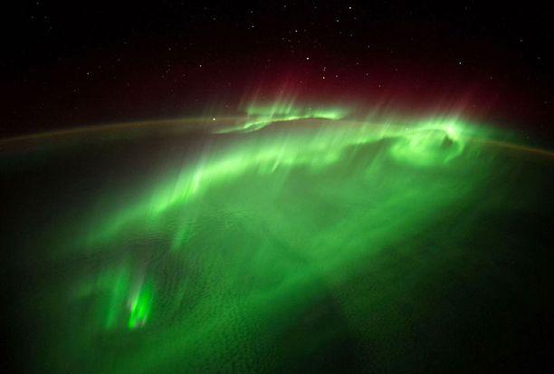Revontulet ovat lumoava näky myös avaruudessa.