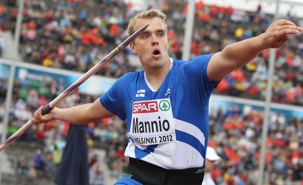 Ari Mannio avasi keihäsmiesten nykyisen mitaliputken Helsingissä 2012.