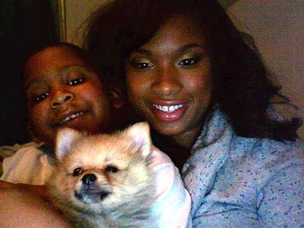 Jennifer Hudson menetti perhesurmassa äitinsä ja veljensä lisäksi sisarenpoikansa Julianin, 7,, jonka kanssa poseeraa kuvassa.