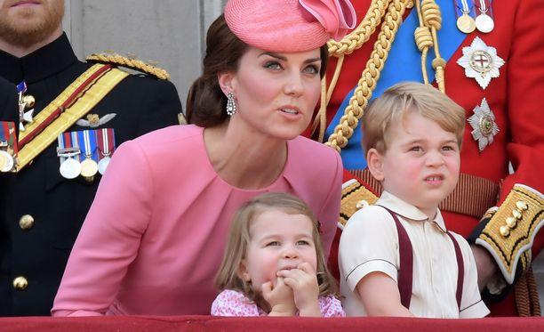 Prinsessa Charlotte ja prinssi George pääsevät matkailemaan heinäkuun puolivälissä.