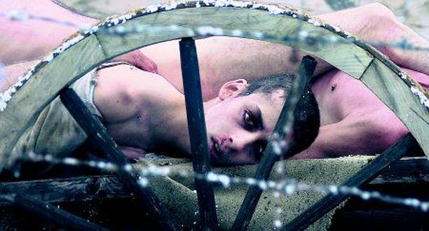 Marcell Nagy esittää keskitysleirille joutuvaa poikaa.