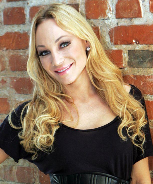 Charlotte Perrelli ei jätä keikkailua vakavasta sairaudesta huolimatta.