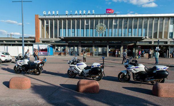 Iskun tekijä pidätettiin Arrasin asemalla Pohjois-Ranskassa.