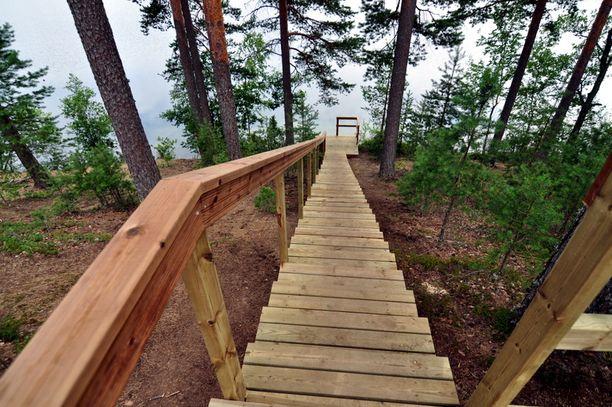 Iso-Melkutin-järvi sijaitsee Lopella Kanta-Hämeessä. Järvi on sukeltajien suosiossa.