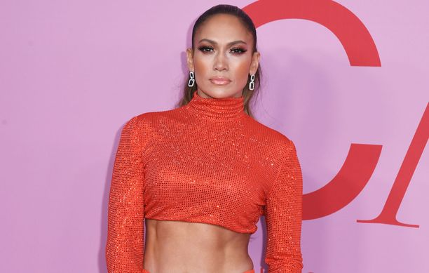 Jennifer Lopez on treenannut itselleen piinkovat vatsalihakset.