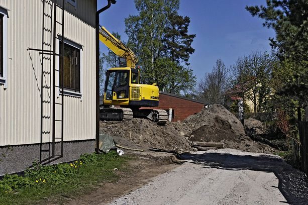 SUOSITTU ALUE Jääkiekkoilija Ville Peltonen rakennuttaa kivitaloja Helsingin Paloheinään.