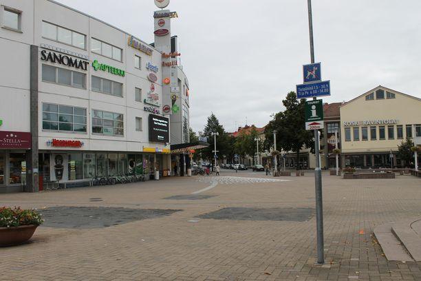 Valkeakoskella on voinut altistua koronavirukselle Torikeskuksessa ja Koskikaran yleisissä tiloissa. Kuva Valkeakosken keskustasta.