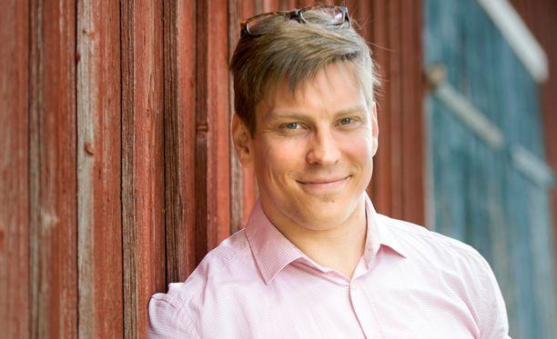 Antti Holma on kutsunut uuden show'nsa vieraiksi muun muassa Roope Salmisen, Anna-Leena Härkösen ja Katja Ståhlin.