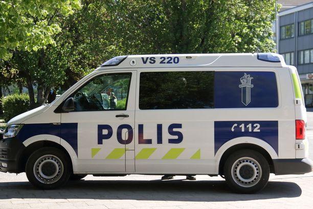 Jotta poliisi pystyisi reagoimaan Naantalissa ihmisten ja koirien päälle sylkeneeseen lenkkeilijään, pitää asiasta tehdä poliisille ilmoitus.