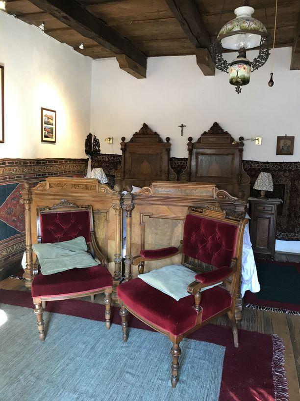 Prinssin huoneessa majoittuu myös itse majatalon omistaja.