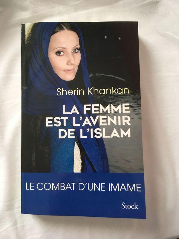 Sherin Khankanin kirja on julkaistu myös Suomessa nimellä Nainen on islamin tulevaisuus.