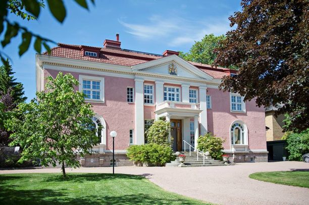 Jugendtyylisen kartanon on suunnittellut arkkitehti Jarl Eklund.