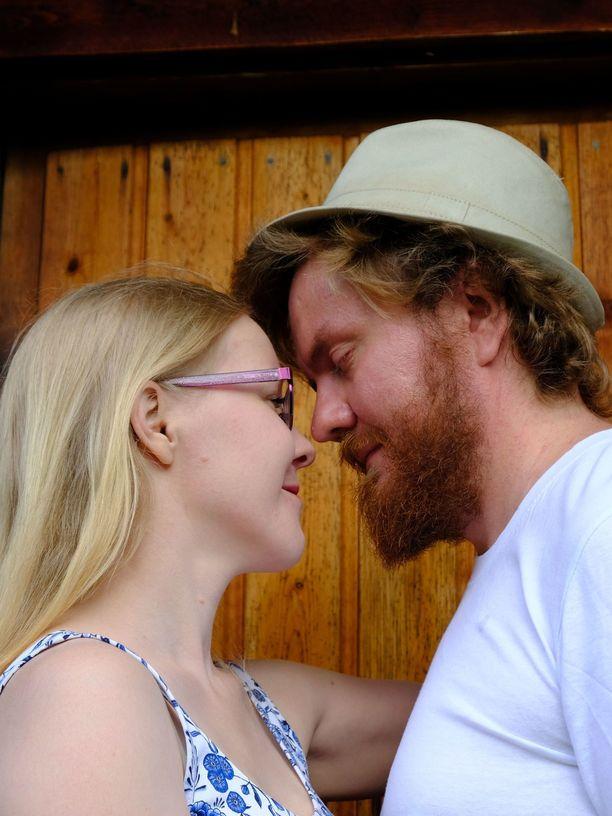Tessa ja Erno ovat olleet eristyksissä kahdestaan Pohjois-Karjalassa ja tutustuneet toisiinsa.
