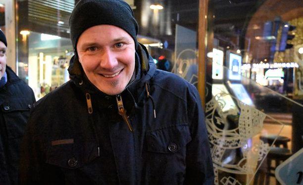 - Toivon, että Suomi voittaa 5-3, Antti sanoo.