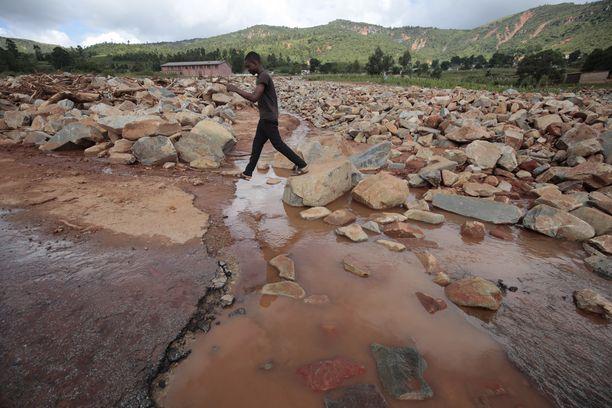 Rakennusten lisäksi tiet ovat tuhoutuneet ympäri Kaakkois-Afrikkaa.