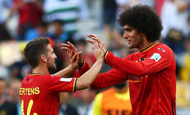 Dries Mertens (vas.) ja Marouane Fellaini nostivat Belgian voittoon.