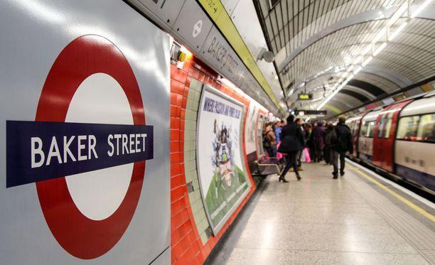 Hurja mutta onnekas tapaus sattui Baker Streetin asemalla.
