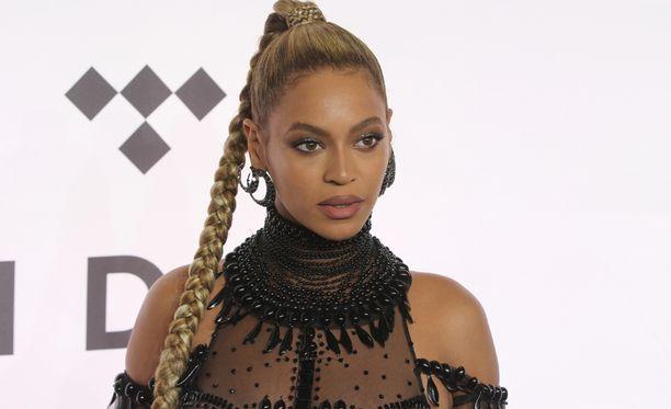 Beyoncé Knowles tuli tunnetuksi Destiny's Child-yhtyeen myötä. Hänellä ja Jay-Z:llä on entuudestaan vuonna 2012 syntynyt Blue Ivy Carter-tytär.
