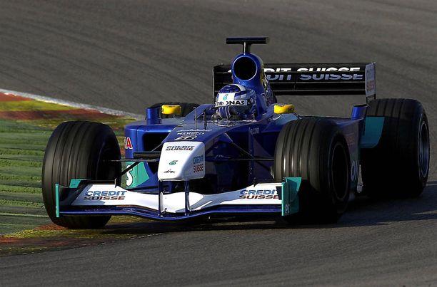 Kimi Räikkönen siirtyi Sauberilta McLarenille ensimmäisen vuoden jälkeen.