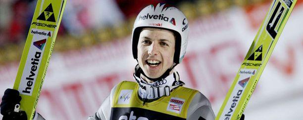 Simon Ammann voitti maailmancupin ylivoimaisesti.