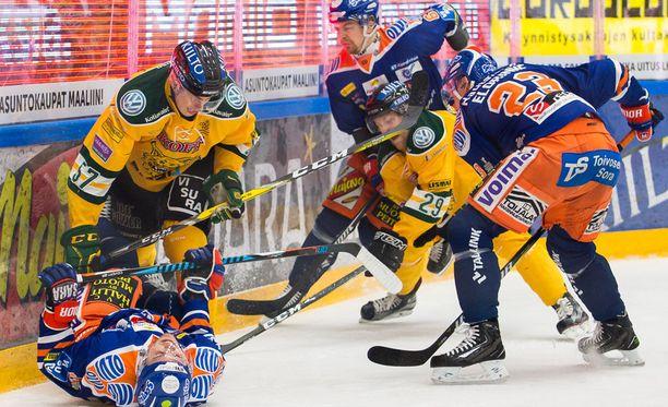 Tampereen derby on enemmän paini- kuin jääkiekko-ottelu.