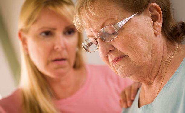 Alle 65-vuotiailla Alzheimerin tauti on harvinainen, mutta yli 85-vuotiailla sitä esiintyy jo 15 - 20 prosentilla.