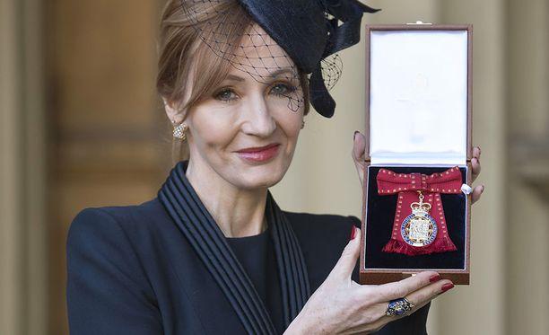 Rowling on kirjoittanut lukuisia kirjoja niin lapsille kuin aikuisille.
