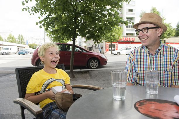 Simo Frangen ja Frans-poika Tampereella vuonna 2016.