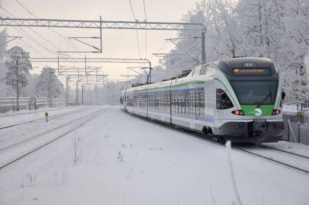 Junaliikenne on ollut vaikeuksissa muun muassa talvisten olosuhteiden vuoksi. Kuvituskuva.