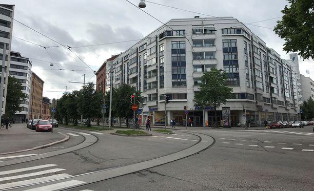 Asunto sijaitsee samassa talossa kuin kuvassa näkyvä S-market.