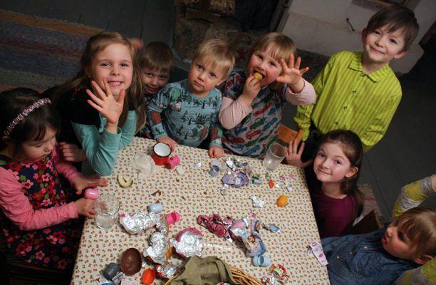Testiryhmän urakka on puolivälissä. Vasemmalta Anni, Karoliina, Oskari, Olavi, Saima, Onni, Helmi ja Hilma.