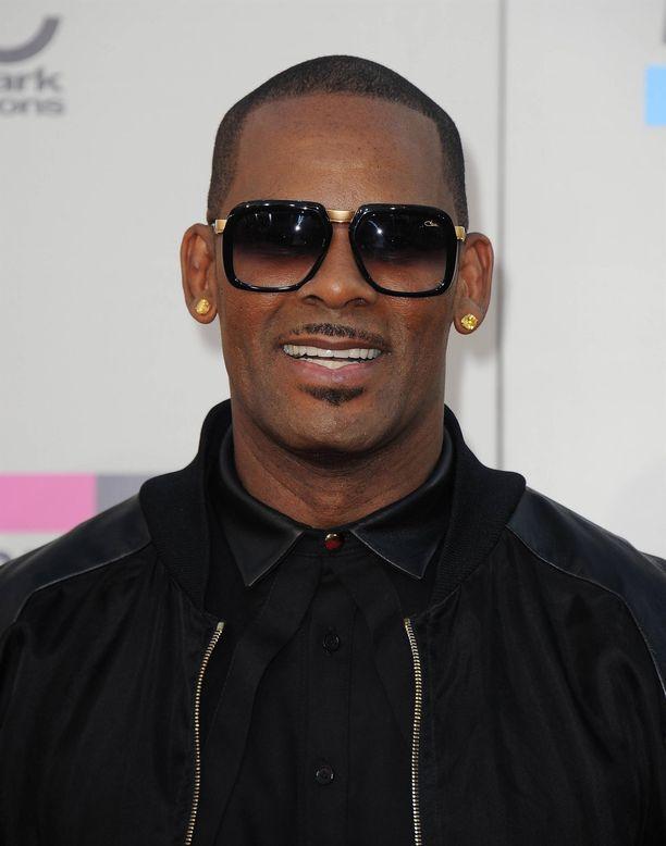 R. Kellyn menestyksekäs ura musiikkibisneksessä on rapautumassa syytöksiin seksuaalirikoksista.