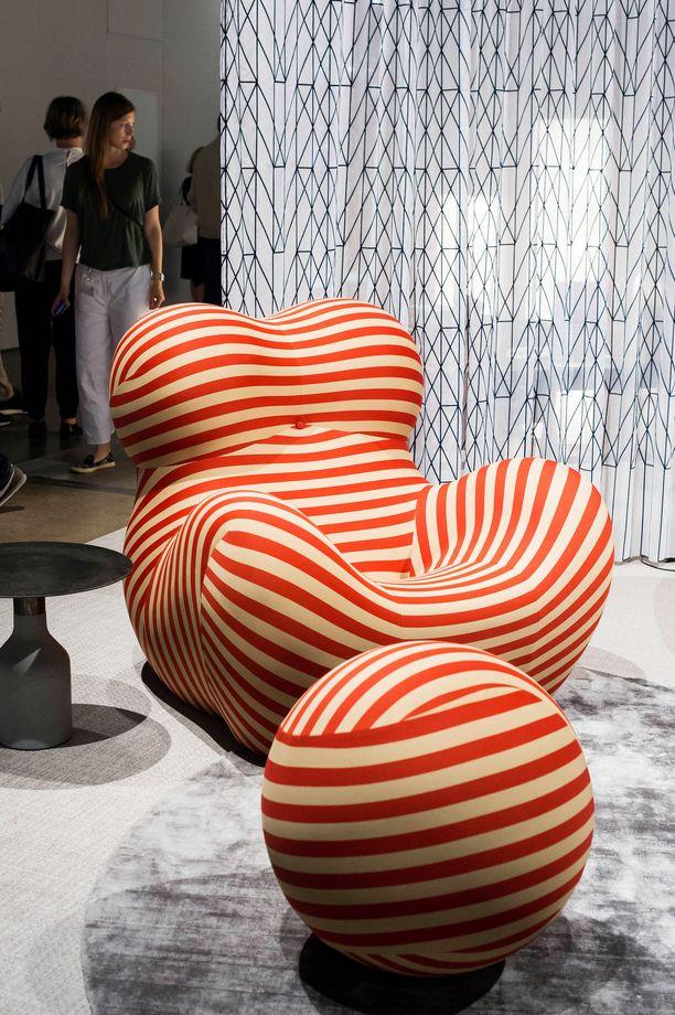 Vankipallo vai lapsi napanuoralla? Italialaisen Gaetanon Pescen suunnittelema tuoli on saanut paljon erilaisia tulkintoja aikaiseksi.