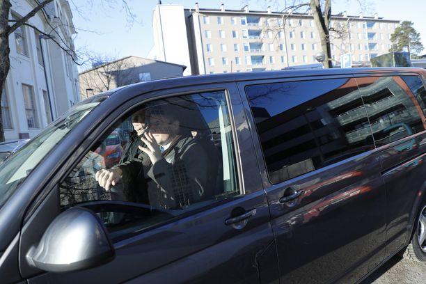 Presidentti Sauli Niinistö kävi noutamassa maanantaina perheensä Helsingin Naistenklinikalta.