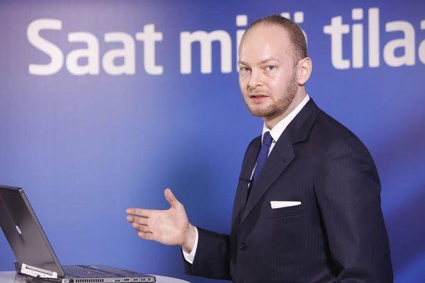 Helsinkiläinen Sampo Terho, 37, on perussuomalaisten neljäs ministeri. Vaihtoehtoisesti hän nousee eduskunnan puhemieheksi, koska toiseksi suurimpana puolueena perussuomalaiset vaativat paikkaa itselleen.