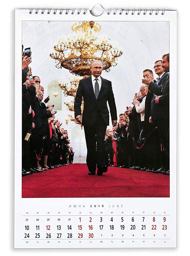 Joukossa on kuvia myös valtiomies-Putinista.