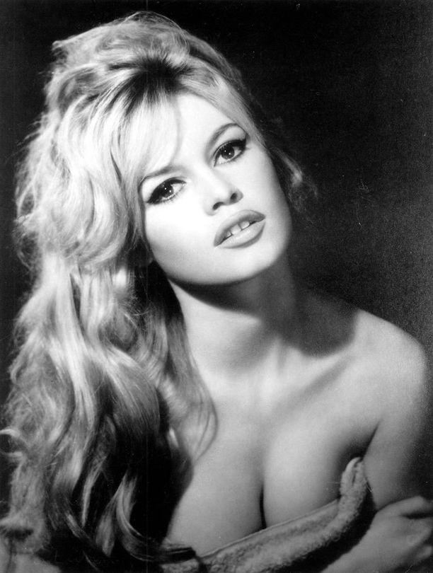Annaa on verrattu Brigitte Bardotiin.