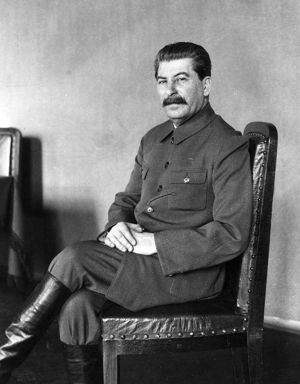 Stalin tarvitsi Mannerheimia ja hänen arvovaltaansa takeeksi Suomen kansan yhtenäisyydestä raskaita rauhanehtoja nieltäessä.