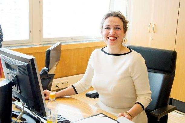 Tampereen pormestari Anna-Kaisa Ikonen (kok) johtaa Kevan hallitusta.