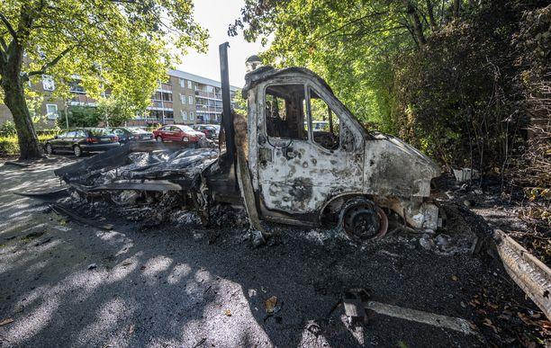 Poltettu pakettiauto Rosengårdissa lauantaina.