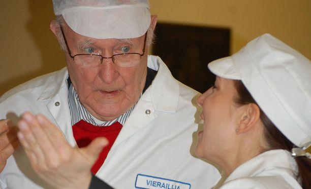 Kuvassa Ikean perustaja ja miljardööri Ingvar Kamprad ja Olvin yhteiskunta- ja vastuullisuusjohtaja Pia Hortling Olvin panimolla 2007.