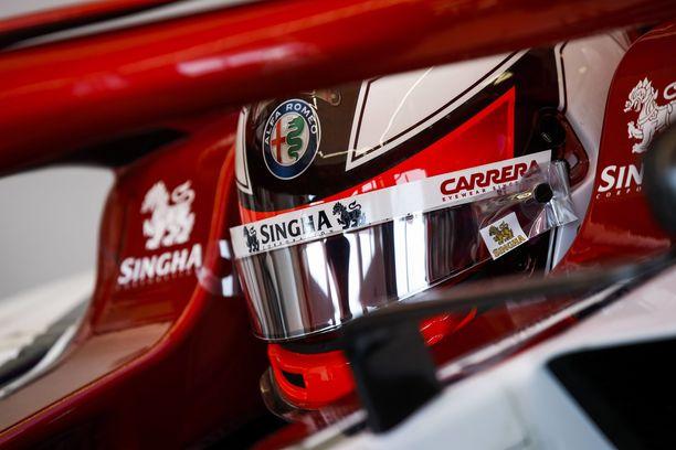 Räikkönen ja muut kuskit käyttävät viisirissään suojakalvoja, joita voi poistaa.