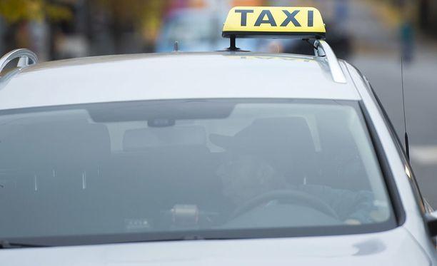 Kela-korvattuja taksimatkoja välittää tästä päivästä lähtien yhteensä 11 Kelan kilpailutuksen voittanutta tilausvälitysyhtiötä.