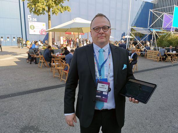 Empowerin liiketoimintajohtaja Matti Karhu esitteli keksintöä Barcelonassa järjestetyillä MWC-mobiilimessuilla helmikuussa.