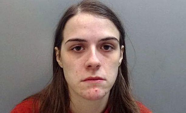Gayle Newland esiintyi miehenä ja huijasi ystävänsä harrastamaan seksiä kanssaan.