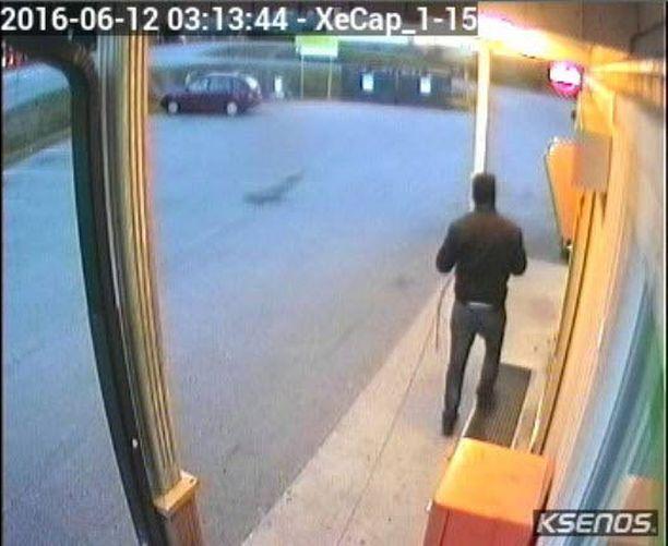 Räjäytystä yrittäneet henkilöt kuvattiin valvontakameraan.