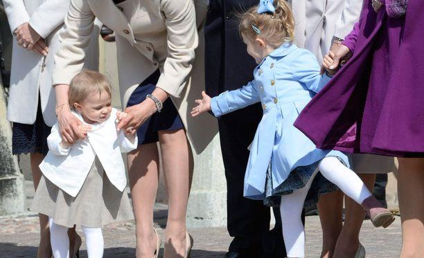 Prinsessat Leonore ja Estelle ovat hurmanneet hovin juhlatilaisuuksissa yhdessä.